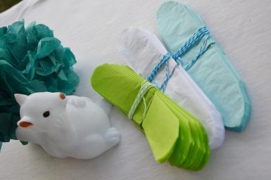 Lot de 3 pompons en papier de soie - vert clair, blanc et turquoise