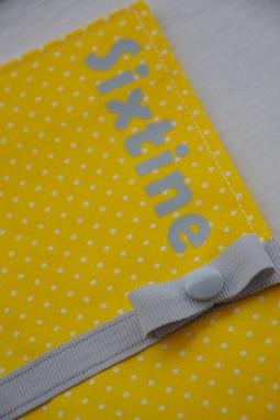 protège carnet de santé - modèle avec fermeture - tissu à pois ruban gris