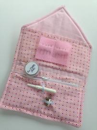 Trousse de couture avec plusieurs poches - APPRENDRE LE MATELASSAGE, LA POSE DE ZIP ET LA POSE DE POCHES