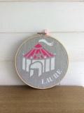 motif cirque - toile perle - écriture blanche et rose