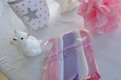 Lot de 5 pompons en papier de soie - rose pâle, blanc et mauve