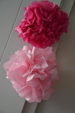 Pompons en papier de soie - fuchsia et rose pâle
