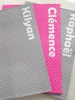 protège carnets de santé - modèle simple - tissu étoilé et tissu à pois