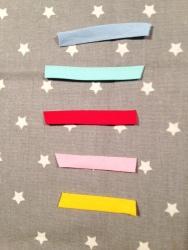 5 couleurs au choix pour la bordure du tablier : ciel, vert d'eau, rouge, rose pâle, jaune d'or