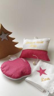 Ensemble baby cocoon : bouillotte modèle pomme + lange mouchoir personnalisé + boite à musique modèle Douce Nuit