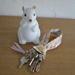 Porte clé modèle court - tissu fleuri