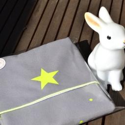 modèle en toile épaisse : personnalisation jaune fluo - un joli paquet prêt à offrir