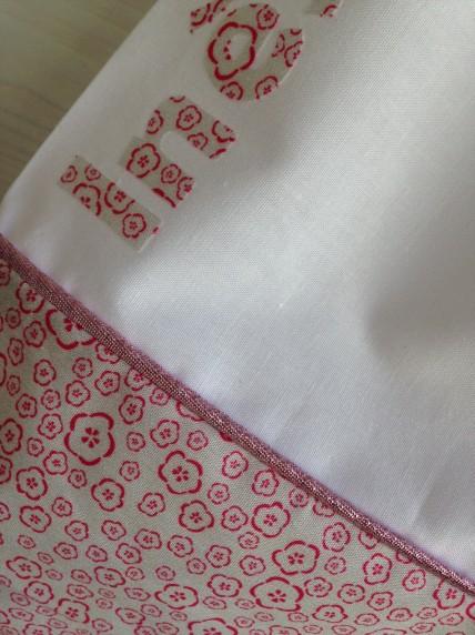 modèle personnalisation tissu : détail passepoil lurex sur tissu fleuri
